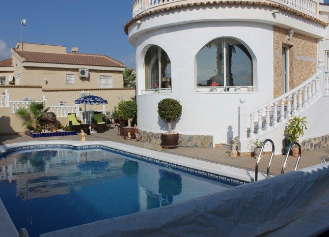 Reformed Eco Friendly 4 Bed / 2 Bath Detached Villa with Pool - Quesada