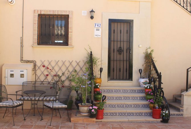 Superb 2 bed, 2 bath south facing apartment on gated community with communal pool