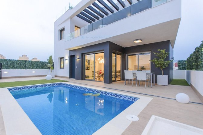 Stunning detached villa with private pool