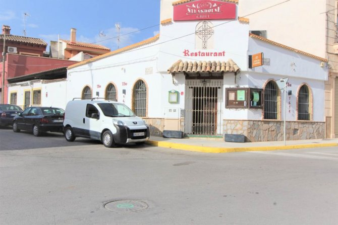 Superb established restaurant for sale in Spanish town of Algorfa.