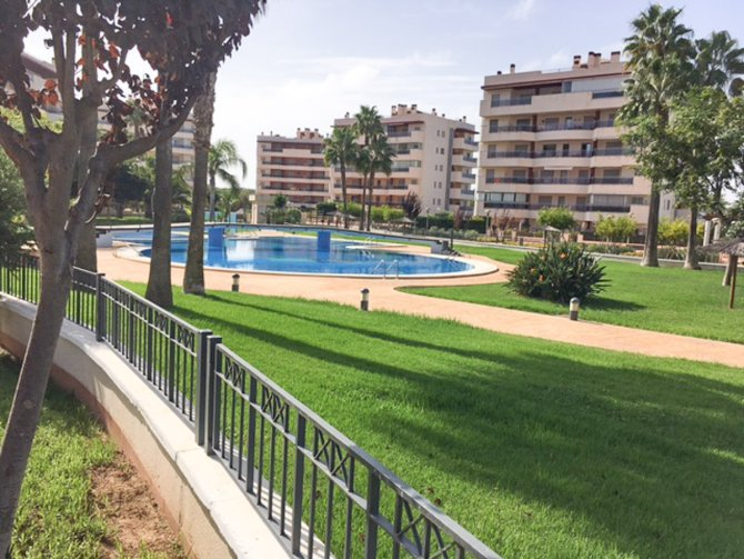 2nd floor apartment walking distance to the beach