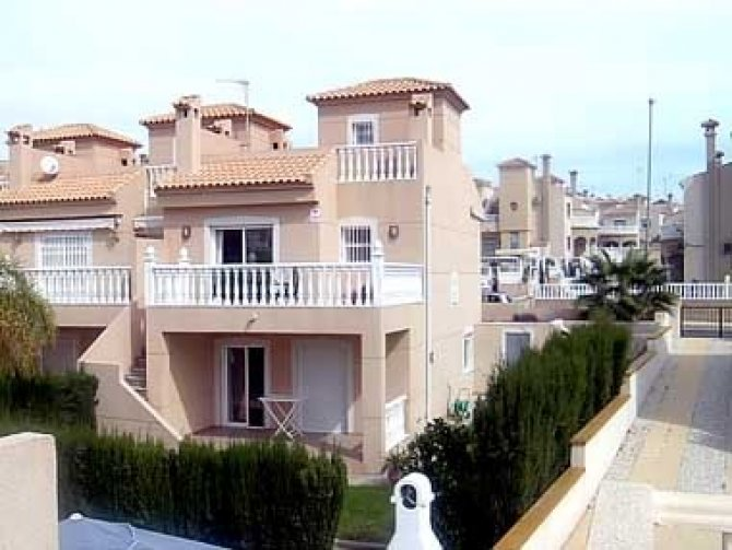 Superbly spacious semi-detached villa on a small complex overlooking the pool