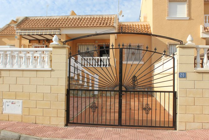 Stylish fully furnished Bungalow in desirable location