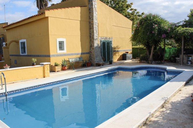 Delightful 2-bedroom villa with separate 2-bedroom annex