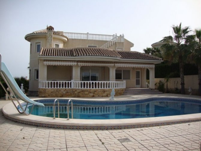 Fabulous villa with separate 2 bed apartment and superb views of the golf course