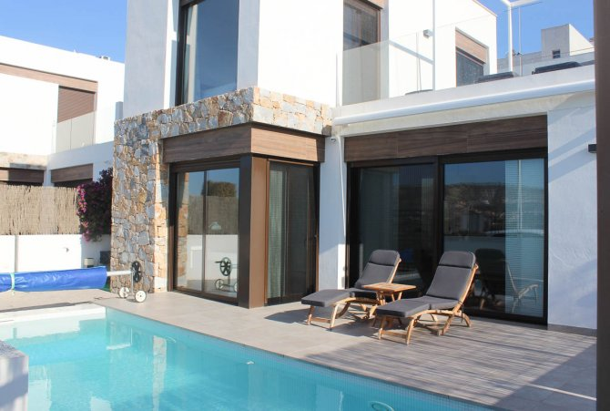 Lovely 3 bed, 2 bath detached villa with private pool and views of La Finca golf