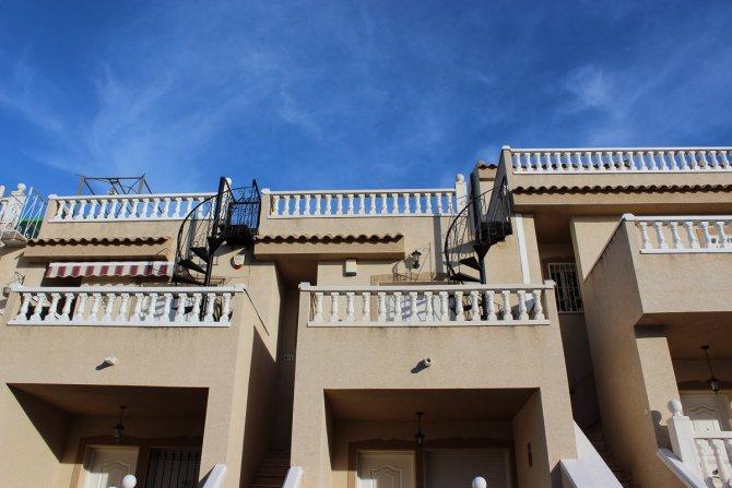 Top Floor Apartment Convenient Location Great Price