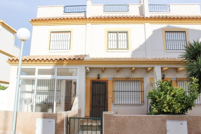 Excellent value townhouse with communal pool