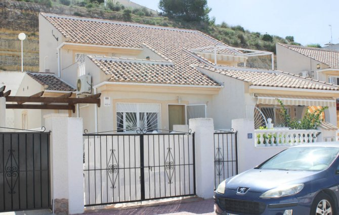Lovely semi-detached villa with communal pool close to La Marquesa golf
