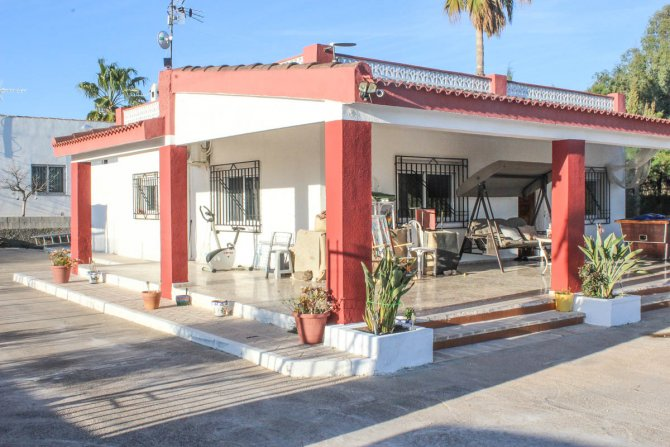 3 bed finca, with private pool on 2,000m2 south facing plot