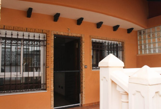 5 bed townhouse, within 15 minutes walk from Guardamar