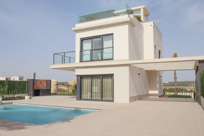 Stunning luxury villas 200m from the beach