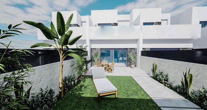 Lovely townhouses with communal pool and optional solarium walkable to amenities