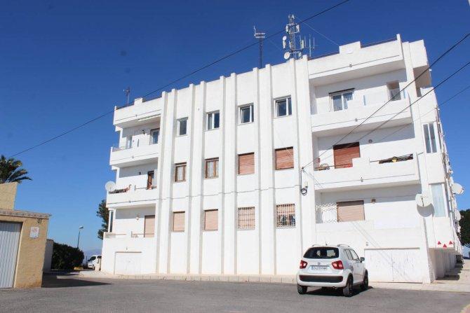 1 bedroom, 1 bathroom ground floor apartment within walking distance to amenities