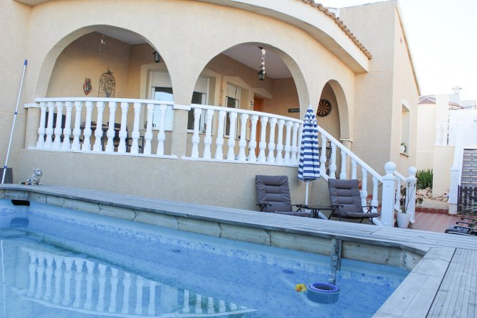 Lovely south facing  villa with pool, outdoor kitchen, sea views and separate annex