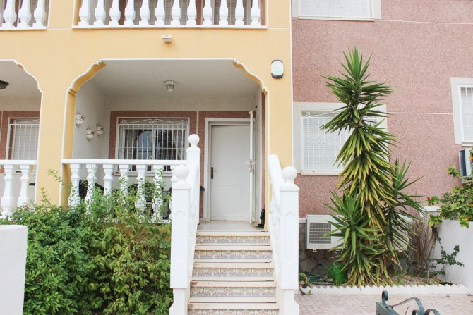 Stylish Ground Floor Apartment in Desirable Location