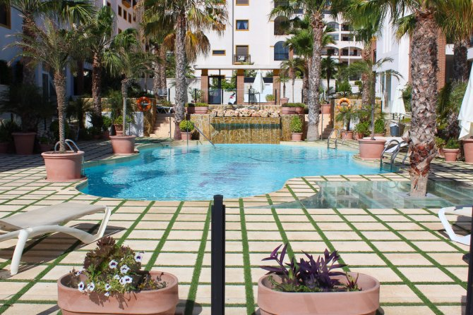LONG TERM RENTAL (min. 6 months) - Luxury apartment, walking distance to beach