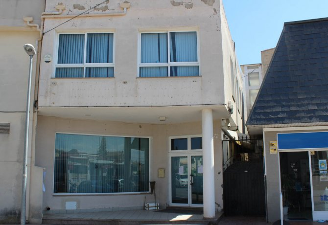 Superb commercial unit in Quesada, over 260m2 on two floors
