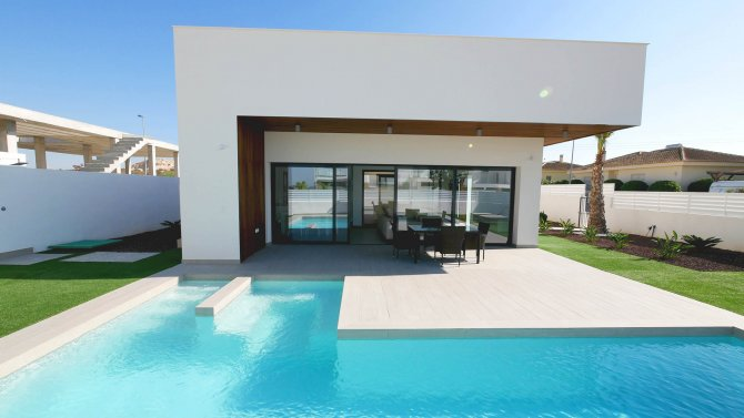 Stunning 3 bedroom, 3 bath villa with private pool and solarium