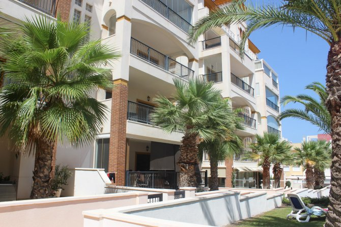 Luxury Apartment with Spa and Lovely Sea Views 10 minutes walk to the beach
