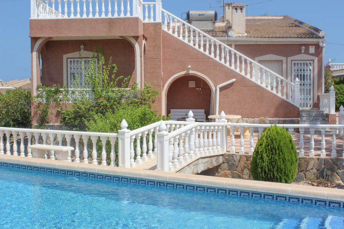 Beautiful one level  fully furnished villa with large private pool and garage,  850m2 plot