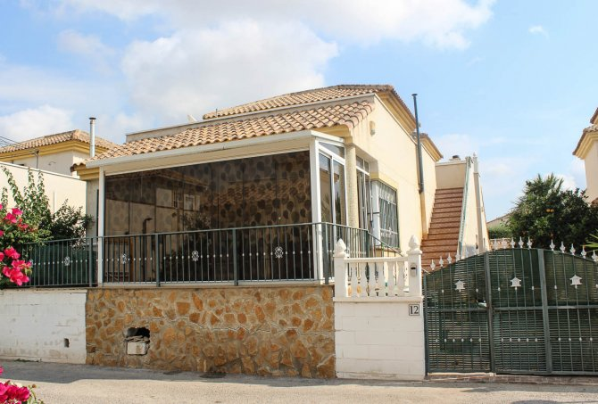 Spacious 3 bed detached villa with a community pool