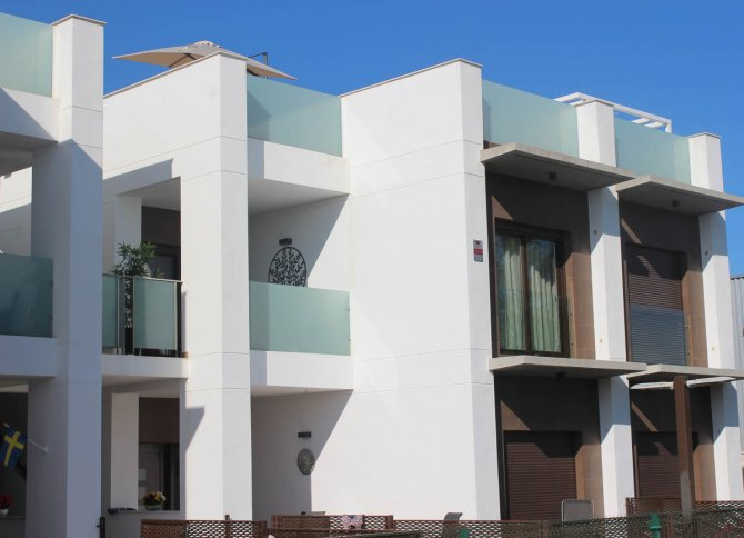 Lovely apartment with 2 bedrooms 2 bathrooms with pool and lake views