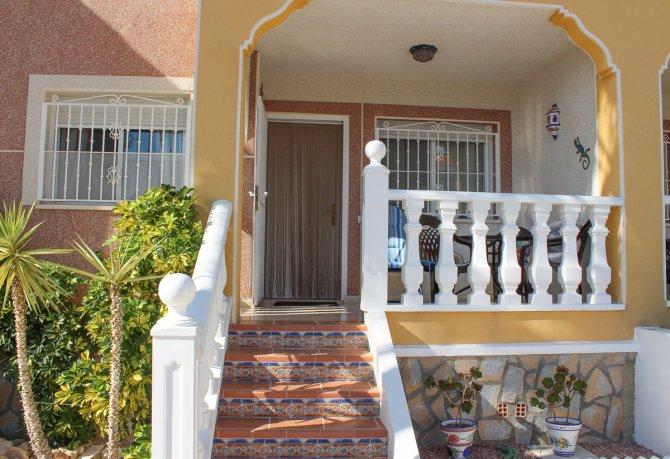 Delightful 2 bedroom, 2 bath room ground floor apartment in Dona Pepa
