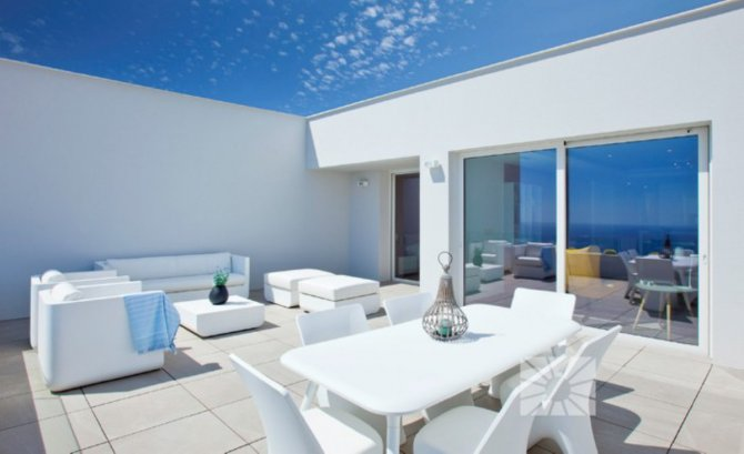 Luxury apartments with panoramic sea views