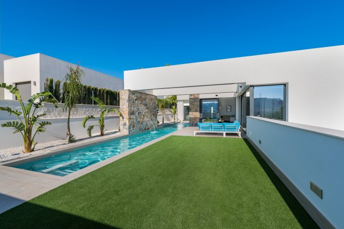 Luxurious detached 3 bed villa, with private pool and private parking