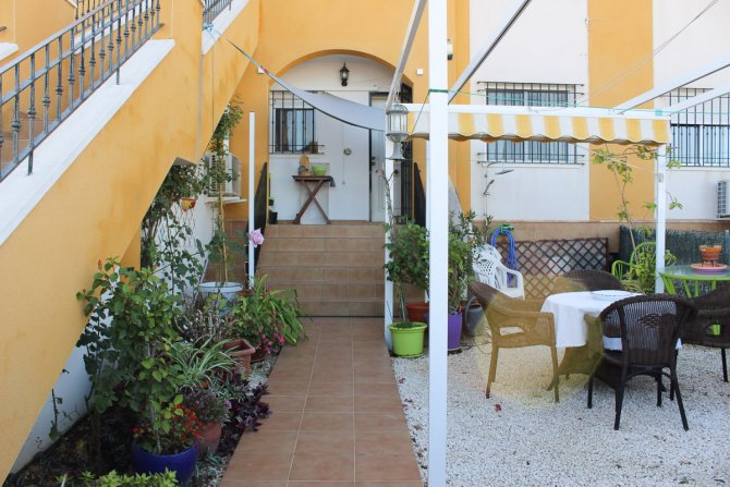 Lovely Apartment Overlooking Communal Pool with Underground Parking and Storage