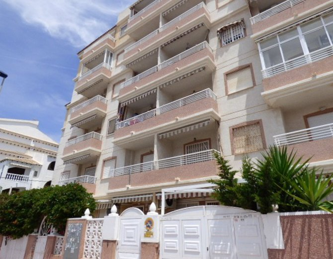 Town center south facing apartment just 300 meters from the beach
