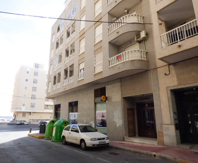 Front line 2 bed apartment in Torrevieja with sea views