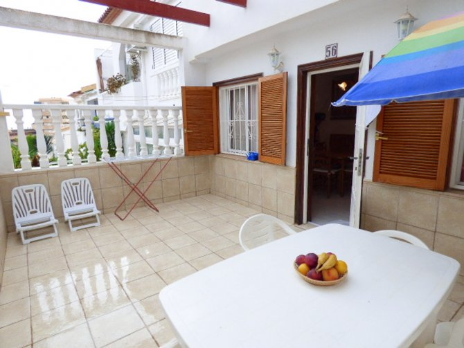 Beautiful 2 bedroom apartment with communal pool and private gardens, 100 meters from the beach.