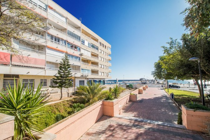 2 bedroom apartment only 50 meters from the beach with stunning sea views