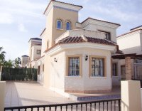 Superb detached villa on a large corner plot (0)