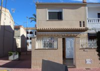 Beautifully presented townhouse very easy walking distance to the beach  (0)