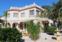 Stunning villa within easy walking distance of Quesada high street (35)