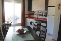 Well presented, modern, apartment within walking distance to beach (4)