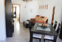 Well presented, modern, apartment within walking distance to beach (1)