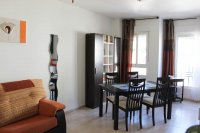 Well presented, modern, apartment within walking distance to beach (2)