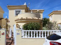 Very well-presented villa in quiet residential area (0)