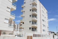 Well-presented apartment with community pool, walking distance to beach