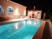 Spacious villa, one level, private heated pool two minutes' walk to the high street (22)