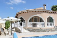 Spacious villa, one level, private heated pool two minutes' walk to the high street (0)