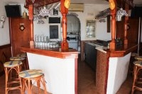 Well presented, cafe/restaurant with separate bar in busy commercial area (9)