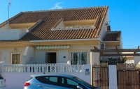 Semi-detached villa with community pool and off-road parking in very popular area  (0)