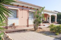 Attractive well presented detached villa (20)
