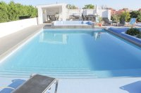 Stylish detached villa, infinity pool, 4,700 m2 plot, easy walking distance to amenities (28)