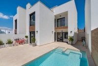 Spacious villas with underbuild and option of private pool (14)